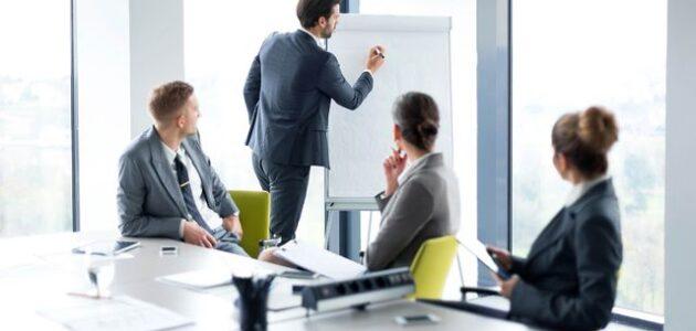 المزايا التنافسية في نجاح أو فشل الشركات
