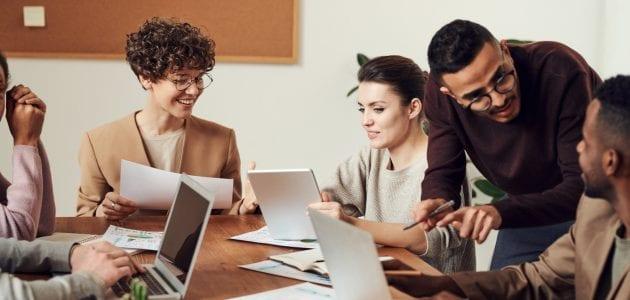 صفات الموظف الفعال وغير فعال