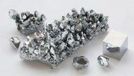 ما هي خصائص معدن الكروم